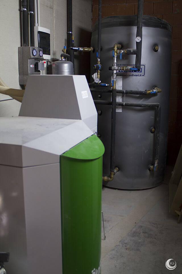 Biomasa calefacci n y agua caliente por caldera de pellets y fancoils en zamudio pa s vasco - Caldera pellets agua y calefaccion ...