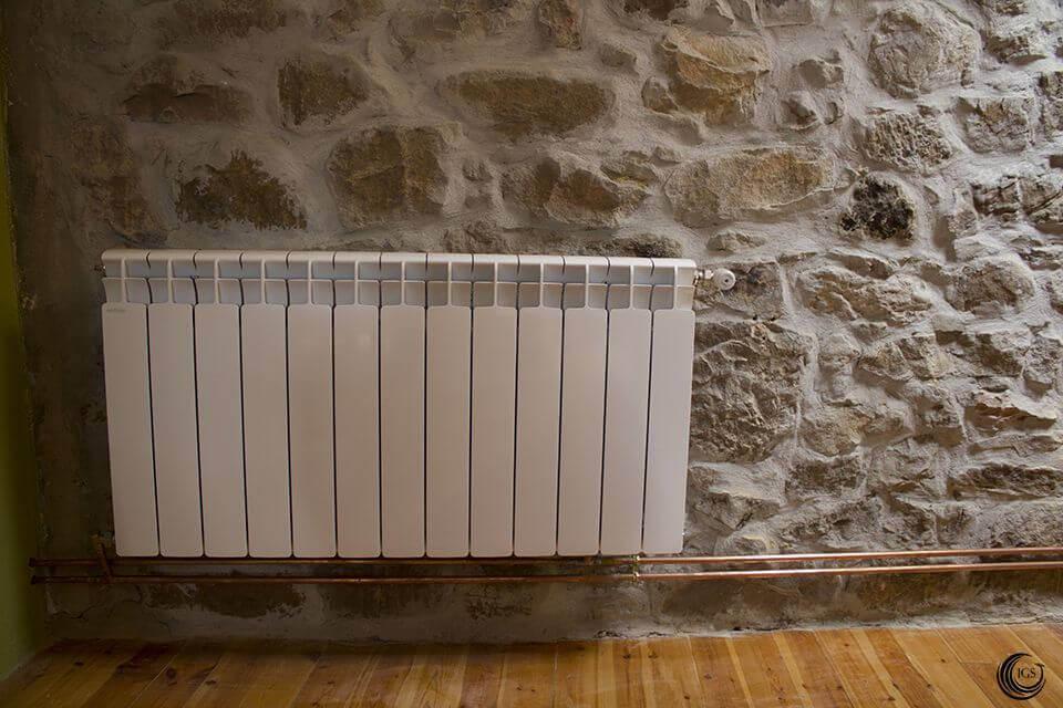 Calefacci n termochimenea de le a con radiadores calor - Radiadores de piedra ...