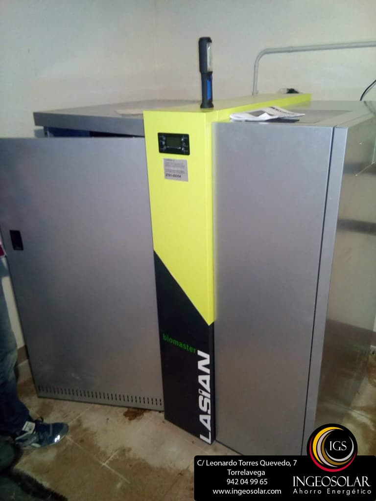 Caldera de pellets en casa rural para calefacci n y acs ingeosolar - Caldera pellets agua y calefaccion ...
