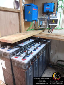Sala técnica con baterías para energía solar fotovoltaica hecha por Ingeosolar