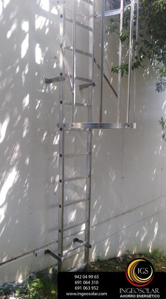 escalera de gato para acceso a paneles solares ingeosolar